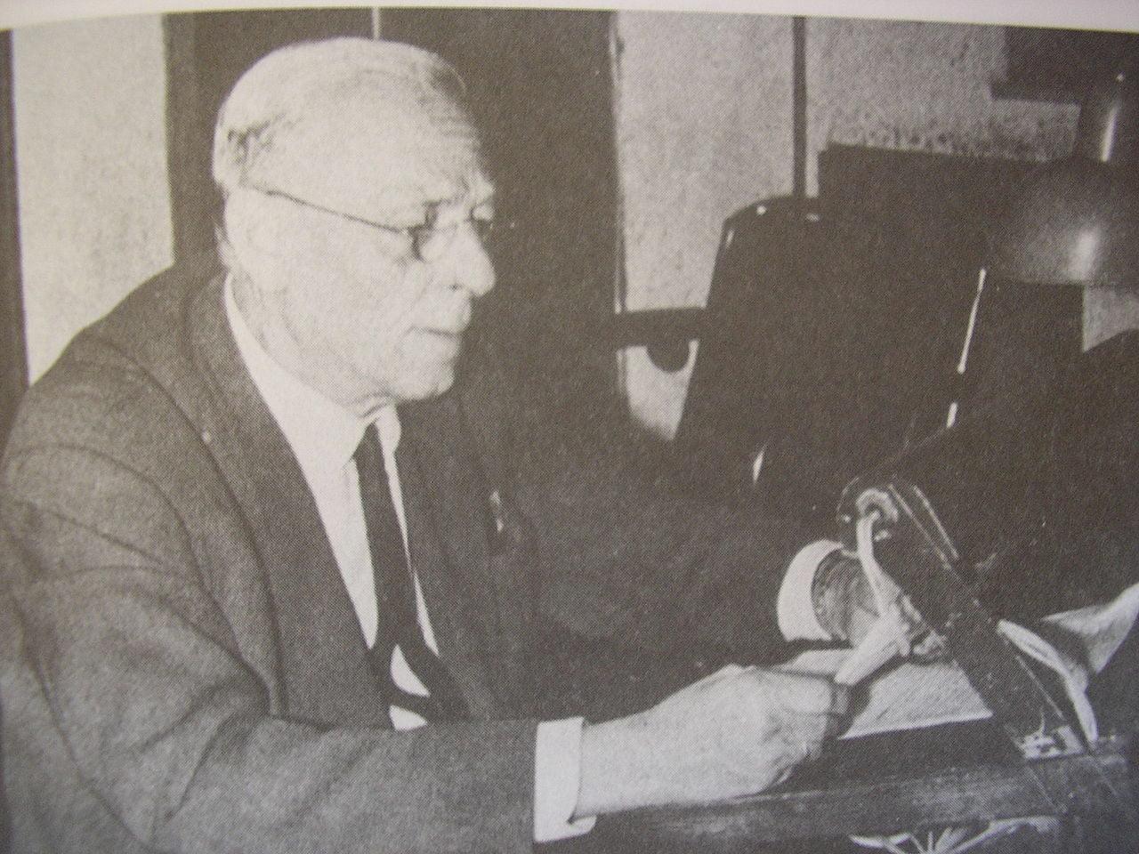 27 Απριλίου 1941: Έλληνες! Ψηλά τις καρδιές! Ο Κ. Σταυρόπουλος εμψυχώνει τους Έλληνες, ενώ οι Γερμανοί εισέρχονται στην Αθήνα