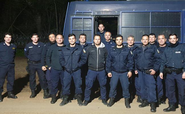 Κάποιοι σήμερα Πάσχα φυλάνε τον Έβρο: Συγκινητικές στιγμές μεταξύ των κατοίκων και της αστυνομικής διμοιρίας Πρέβεζας