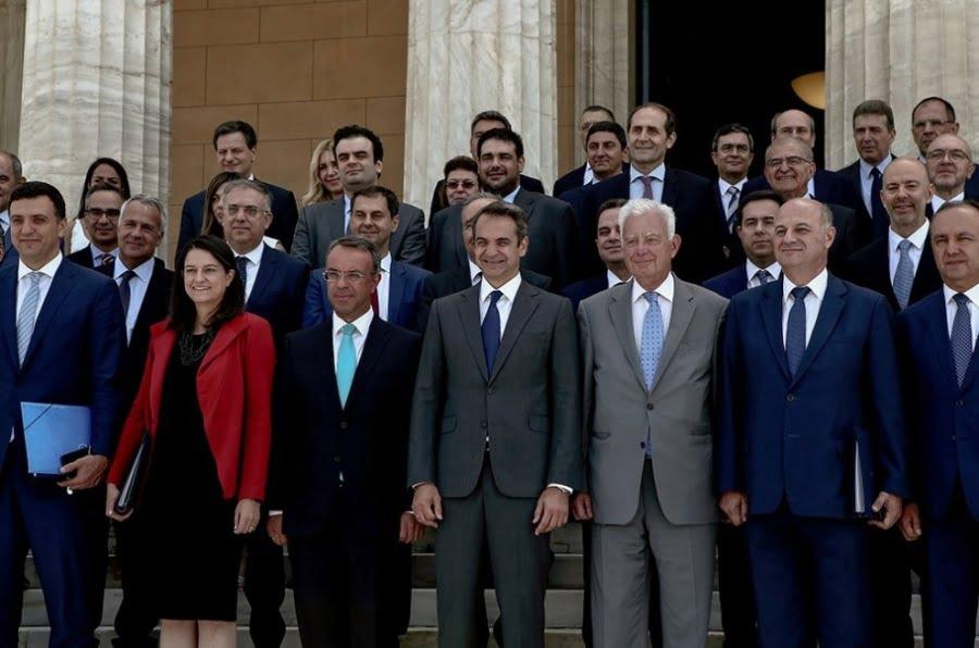 Η Ελλάδα μαστίζεται από πολύμορφη κρίση και οι υπουργοί όταν δεν αλληλοϋπονομεύονται, δεν ανέχονται ο ένας τον άλλον
