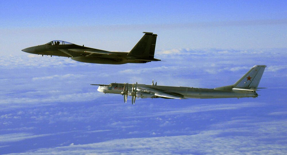 Ψυχρός Πόλεμος: Ακροβατικές «συναντήσεις» αμερικανικών και σοβιετικών αεροπλάνων