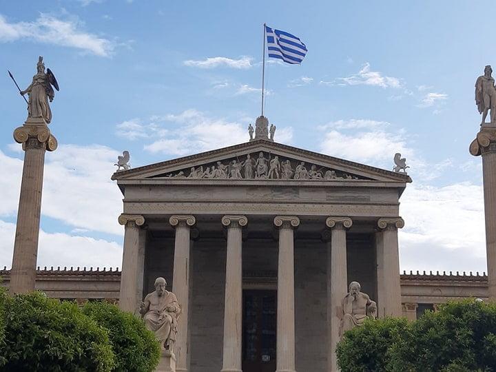 Oxford Economics: Ο κορονοϊός «κόβει» τα φτερά της Ελλάδας