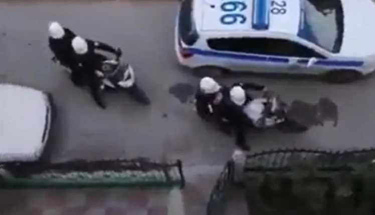 Είπαμε, αλλά όχι και έτσι: Έστειλαν 8 αστυνομικούς σε σπίτι να «κλείσουν» τα ηχεία που μετέδιδαν ψαλμωδίες!