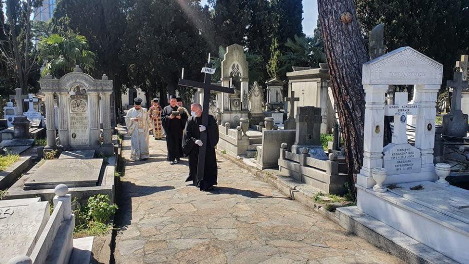 Μοναδικό έθιμο των Ελλήνων της Πόλης: Η περιφορά του Επιταφίου στο κοιμητήριο στο Σισλί