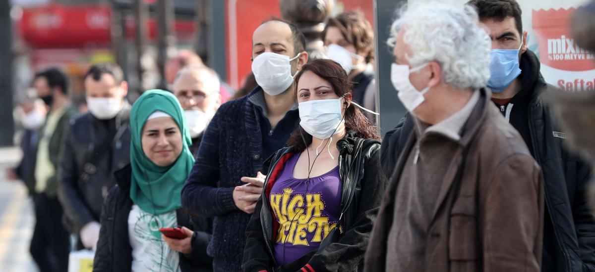 Η εφημερίδα «Guardian» εκθέτει τον Ερντογάν: Πάνω από 3.000 νέα κρούσματα καθημερινά στην Τουρκία, αλλά εκείνος το… χαβά του!