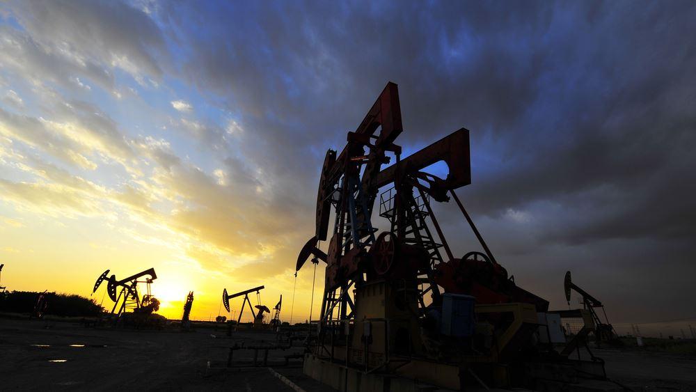 """Πετρέλαιο: Σε """"ελεύθερη πτώση"""" και το brent, σε χαμηλά 21 ετών"""