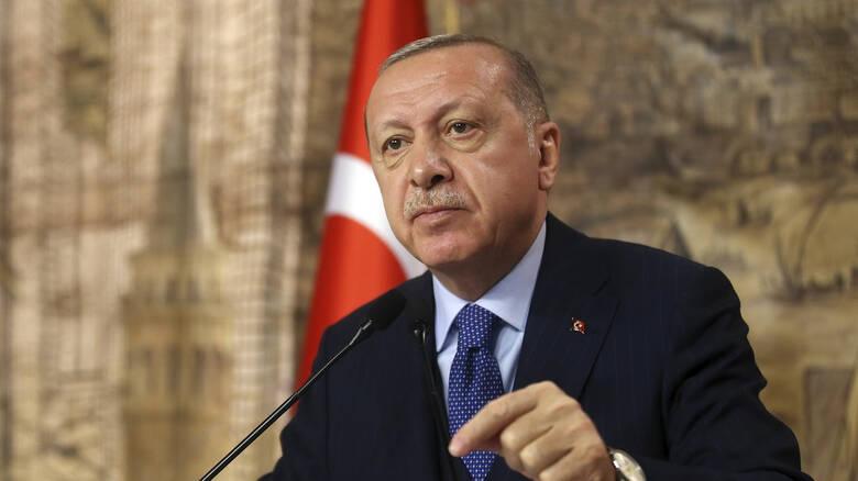 Ο Ερντογάν αποφυλακίζει εγκληματίες και κρατά πίσω από τα σίδερα όσους ασκούν κριτική (Βίντεο)