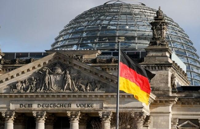 Σφοδρή επίθεση Der Spiegel : «Μικρόψυχη και δειλή» η άρνηση του Βερολίνου για ευρωομόλογα