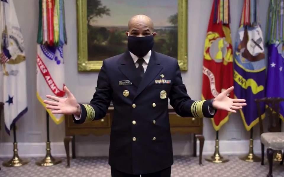 ΗΠΑ: Στρατιωτικός γιατρός δείχνει πώς φτιάχνουμε υφασμάτινη μάσκα σε 45 δευτερόλεπτα (βίντεο)
