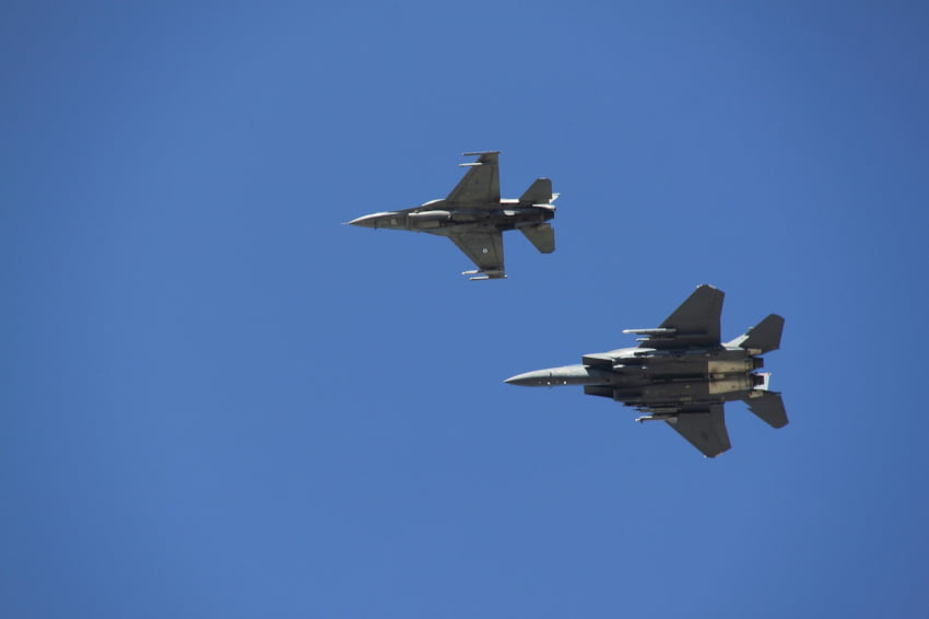 Τουρκικά αεροσκάφη συνεχίζουν να καταδιώκουν τις δυνάμεις του Συριακού Στρατού μετά τις πρόσφατες συγκρούσεις στην Ιντλίμπ