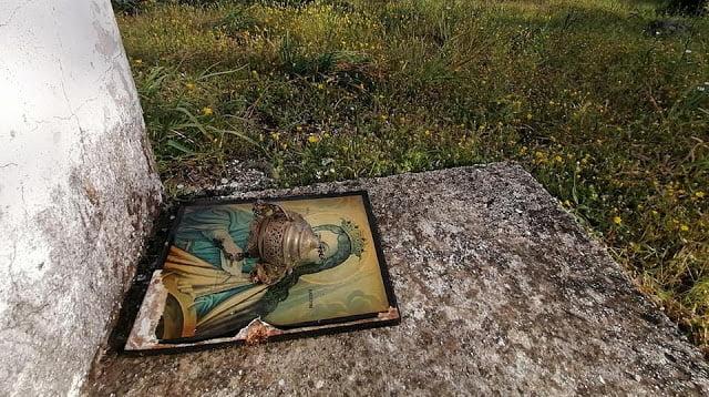 Βανδάλισαν την Παναγία Τσιραμδού στη Μόρια (ΦΩΤΟ ΣΟΚ)