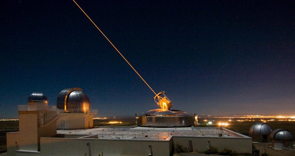 Το Υπουργείο Άμυνας του Ισραήλ αναφέρει πως ανέπτυξε όπλο laser που μπορεί να σταματήσει βαλλιστικούς πυραύλους, drones και μη επανδρωμένα UAV