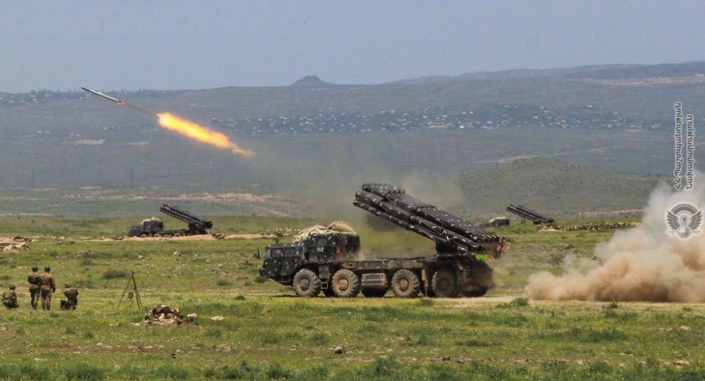 Βολές πολλαπλών εκτοξευτών Smerch με πραγματικά πυρά: Ο Αρμενικός στρατός επέδειξε τις δυνατότητές του (εικόνες)