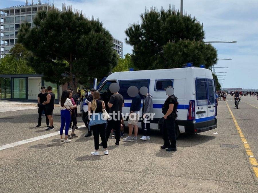 ΠΡΙΝ ΛΙΓΟ στη Θεσσαλονίκη: Άγνωστοι επιτέθηκαν σε 32χρονο που φορούσε μπλουζάκι με το αστέρι της Βεργίνας
