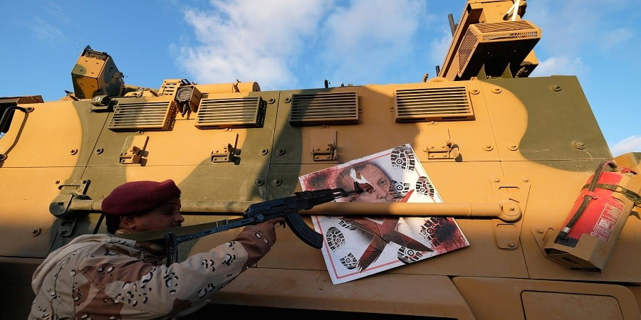 Guardian: Η εμπλοκή Ερντογάν στη Λιβύη και το σχέδιο κυριαρχίας της Τουρκίας στη Μεσόγειο