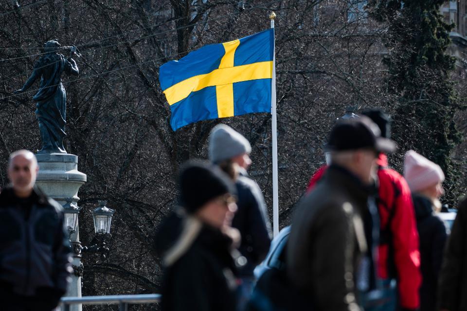 Από τα «γιατί» στα «μπράβο»: τα εγκώμια του ΠΟΥ για τη σουηδική προσέγγιση