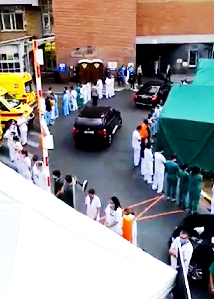 Βέλγιο: Άρχισαν τα (επαγγελματικά) όργανα, Γιατροί και νοσηλευτές γύρισαν την πλάτη στην πρωθυπουργό (pics & vids)