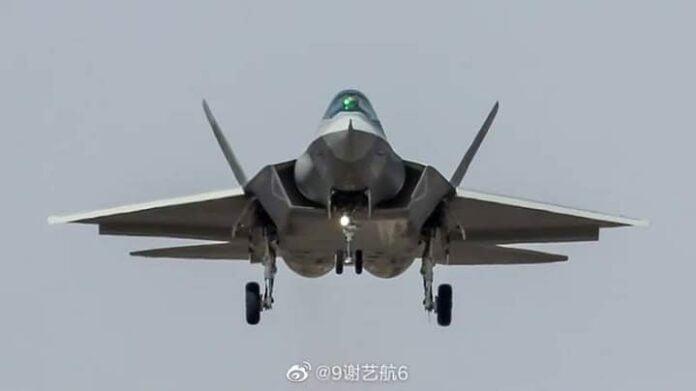 Νέες φωτογραφίες του κινεζικού μαχητικού stealth FC-31