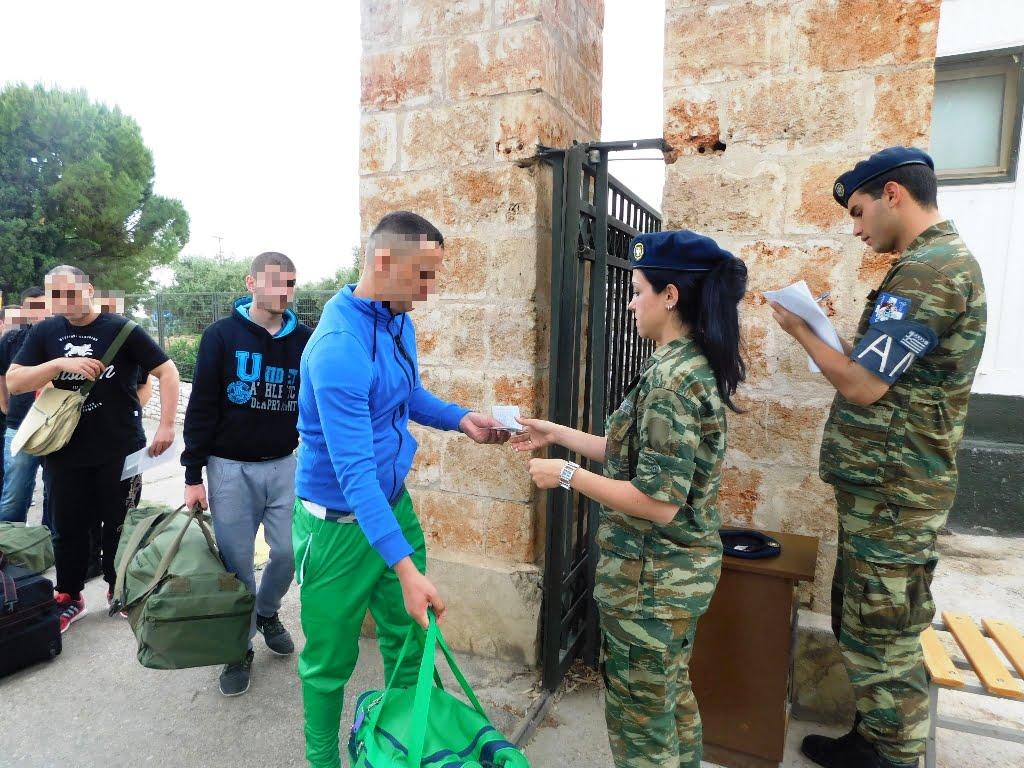 Τα νέα προστατευτικά μέτρα για την κατάταξη στο στρατό: Αντισηπτικό στην είσοδο, με μάσκα στο ΚΨΜ