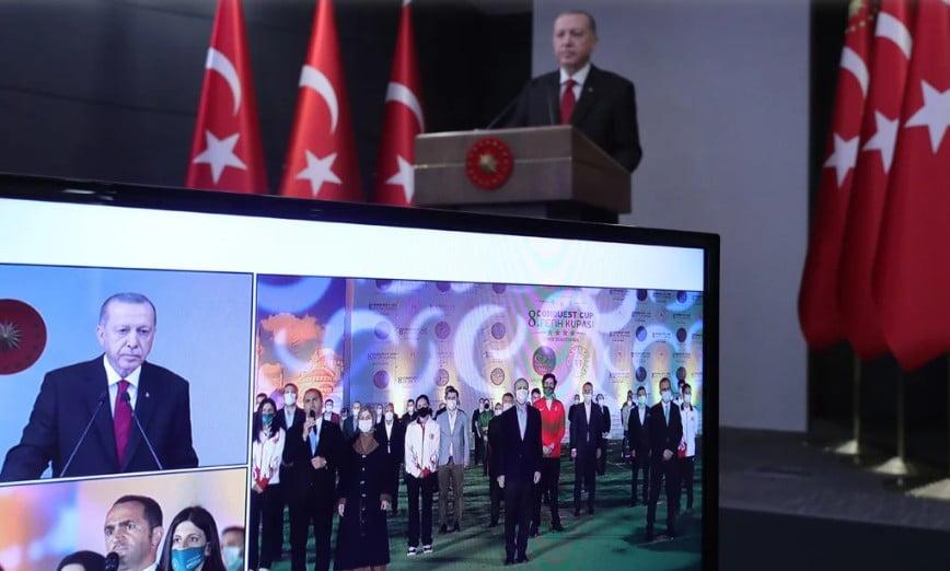 Τούρκος δημοσιογράφος «καρφώνει» τον Ερντογάν: Χρησιμοποιεί την Αγία Σοφία για πολιτικούς λόγους
