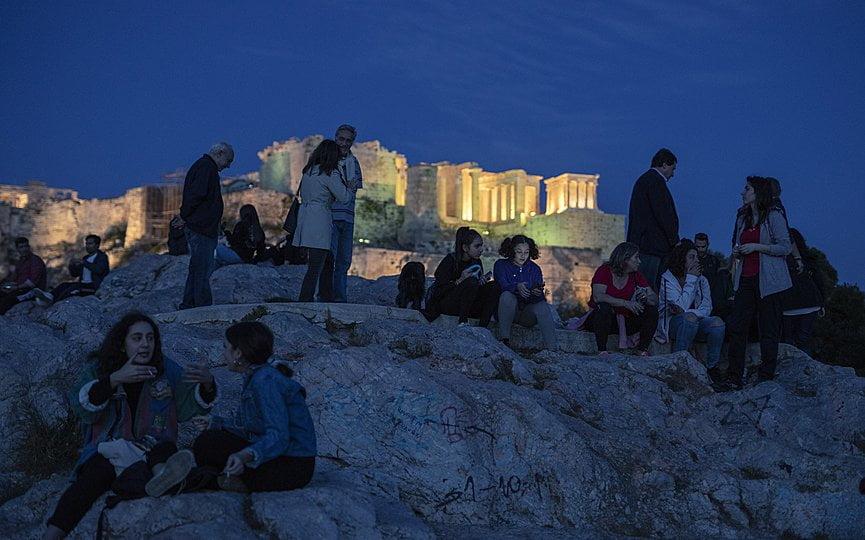 Η αποτελεσματική αντιμετώπιση της πανδημίας μετέτρεψε την Ελλάδα σε ελκυστικό προορισμό για τους τουρίστες
