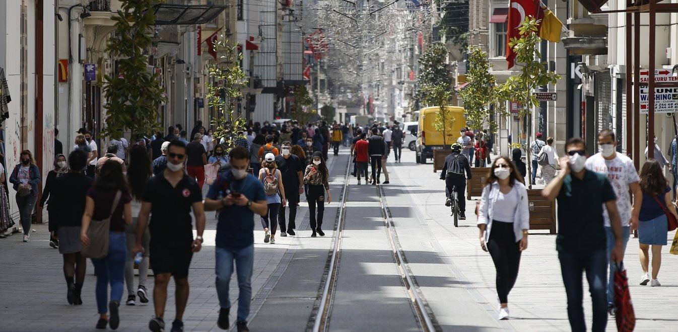 Η κατάρρευση της τουρκικής λίρας «ζαλίζει» ελληνικές εξαγωγές και τουρισμό