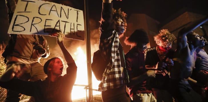 Στις φλόγες οι ΗΠΑ: Δύο νεκροί στις διαδηλώσεις για τον Φλόιντ