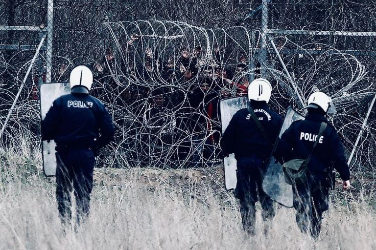 """Ρεζίλι το Spiegel και το Bellingcat που χρέωσαν στην Ελλάδα """"νεκρό μετανάστη"""" στον φράχτη του Έβρου"""
