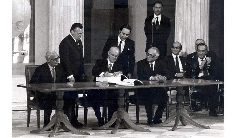 Σαν σήμερα το 1979 η Ελλάδα εντάσσεται στη μεγάλη ευρωπαϊκή οικογένεια (βίντεο)