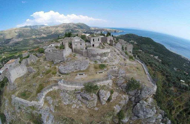 Η παρακμή του ιστορικού κάστρου της Χιμάρας (φωτορεπορτάζ)