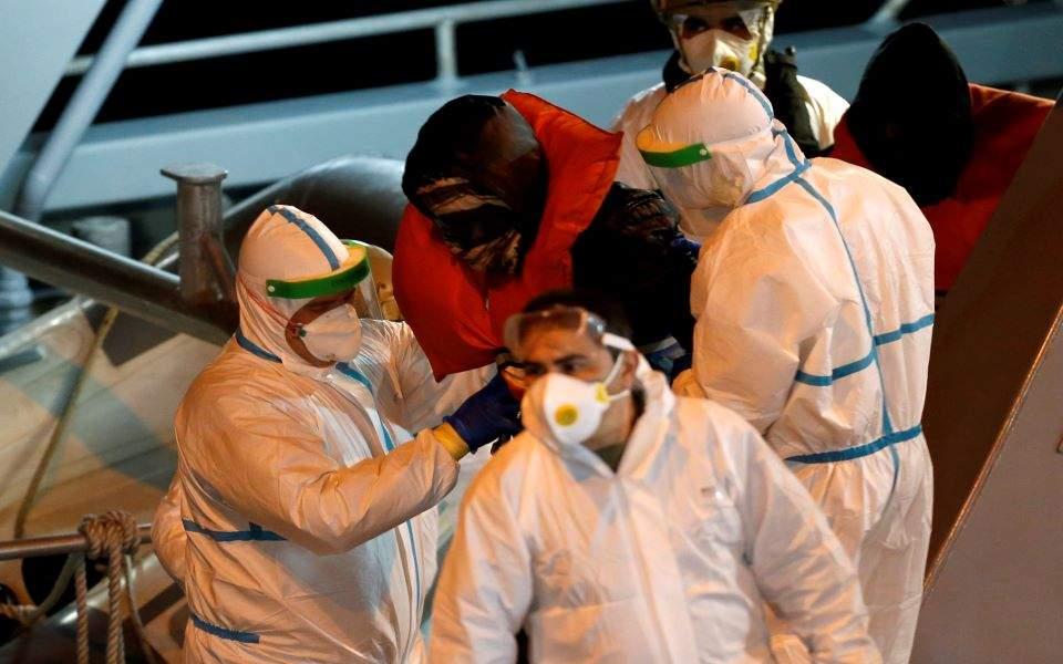 """Μάλτα: Η κυβέρνηση αρνείται τον ελλιμενισμό σε πλοιάριο με μετανάστες (και δεν την """"πυροβολούν"""" οι Ευρωπαίοι)"""