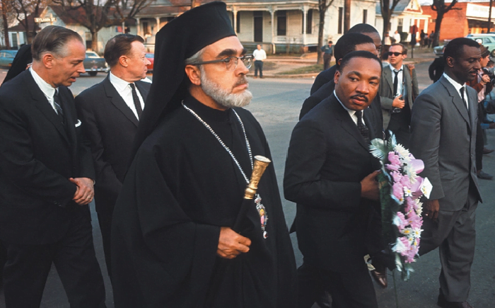 Η ιστορία επαναλαμβάνεται: Όταν ο Αρχιεπίσκοπος Αμερικής Ιάκωβος διαδήλωνε χέρι χέρι με τον Μάρτιν Λούθερ Κινγκ