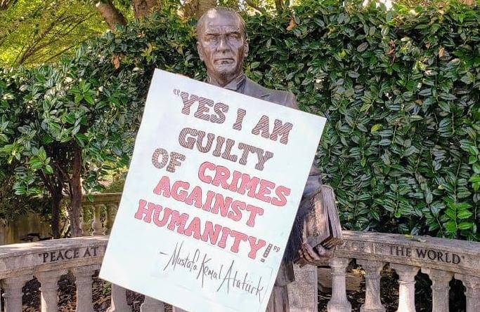 """""""Ένοχος για εγκλήματα κατά της ανθρωπότητας""""! Αυτό ανέφερε επιγραφή που αναρτήθηκε στο άγαλμα του Κεμάλ στην Ουάσινγκτον"""