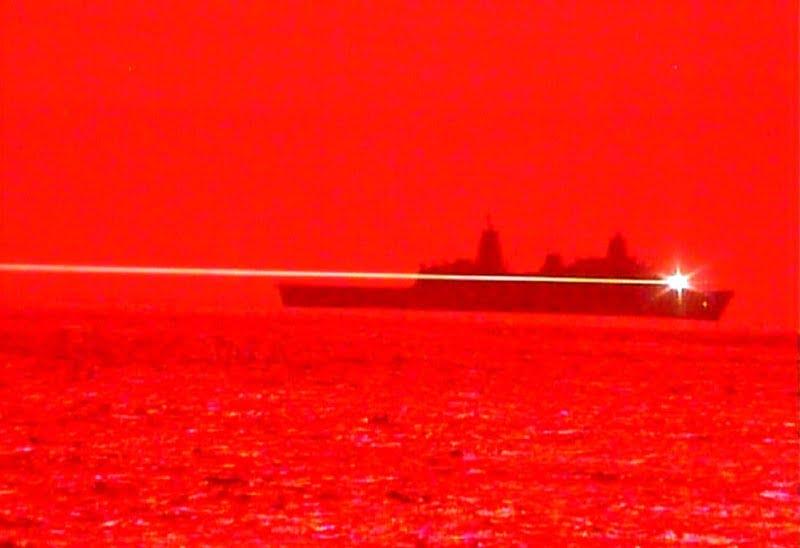 Κανόνι λέιζερ σε πολεμικό πλοίο καταρρίπτει drone σε μεγάλη απόσταση – Βίντεο