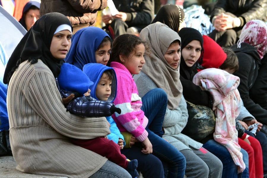 Αλαλούμ με το προσφυγικό – ΔΟΜ: Πρόσφυγες που πήραν άσυλο επιστρέφουν σε υπερπλήρη camps