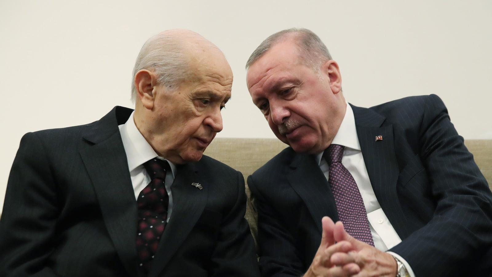 Handelsblatt: «Τουρκία – οι τουρίστες ως πολιτικοί όμηροι» – Τι κρύβει η ταξιδιωτική απαγόρευση της Γερμανίας για την Τουρκία;