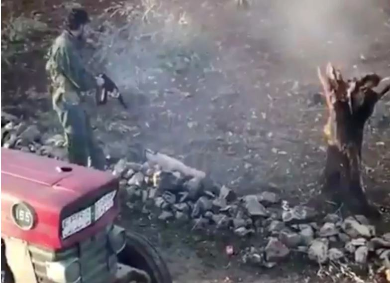 Τούρκοι παραστρατιωτικοί δολοφονούν Κούρδο αγρότη στο Αφρίν αφού του κλέβουν το τρακτέρ! Video