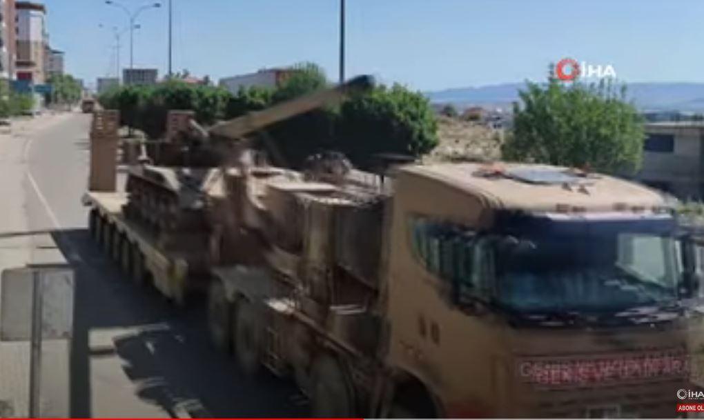 Η Τουρκία μετέφερε αυτοκινούμενα πυροβόλα 8 inch (203 mm) στο Ιντλίμπ