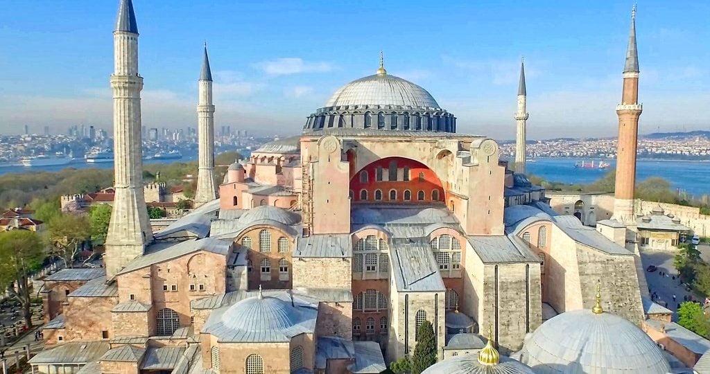 Η UNESCO θα επανεξετάσει το καθεστώς της Αγίας Σοφίας