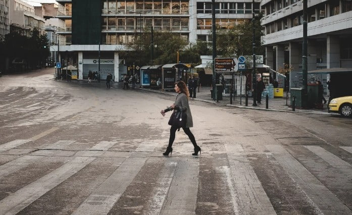 Handelsblatt: Η Ελλάδα απειλείται με μαζική ανεργία