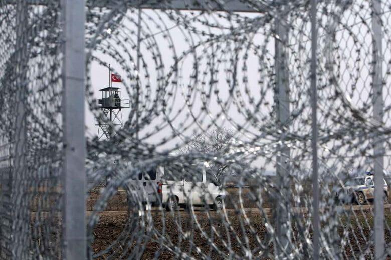 Αυτή είναι η εικόνα των Ελλήνων πολιτικών: Να αφήσουμε ανοικτές διόδους στο φράχτη στον Έβρο