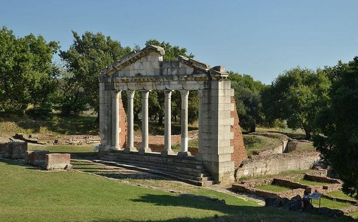 Ανεπανόρθωτες ζημιές από τον βανδαλισμό στο Νυμφαίο της αρχαιοελληνικής Απολλωνίας