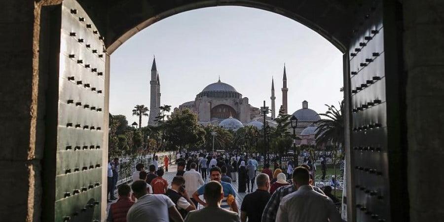 Σοβαρή ενόχληση της Τουρκίας για την επιστολή της κ. Μενδώνη στην Ουνέσκο για την Αγία Σοφία