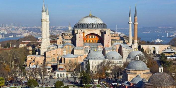Νέα πρόκληση Τσαβούσογλου για Αγιά Σοφιά: Οθωμανική ιδιοκτησία – Είναι θέμα εθνικής κυριαρχίας