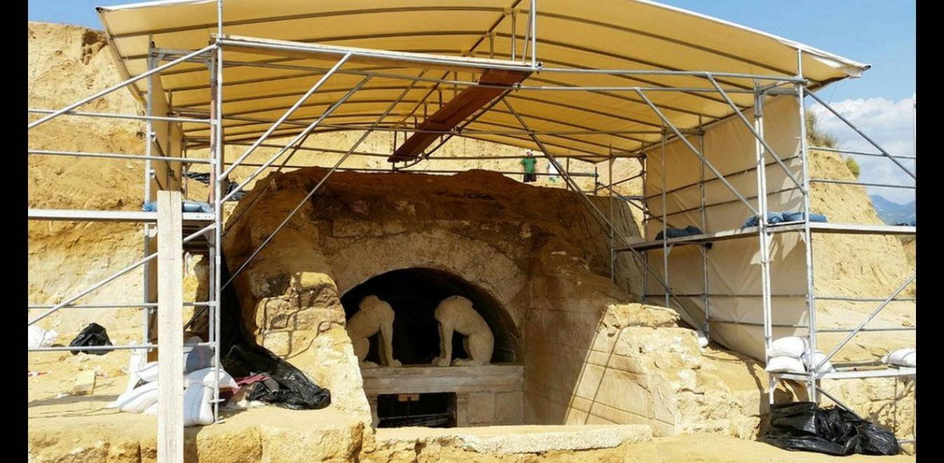 Μια θαμμένη πόλη αποκαλύπτεται δίπλα στον τύμβο Καστά στην Αμφίπολη