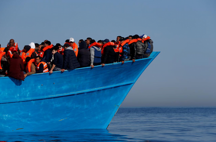 Μάλτα: Πώς υποχρεώθηκε ο πρωθυπουργός να επιτρέψει την αποβίβαση σε 425 μετανάστες