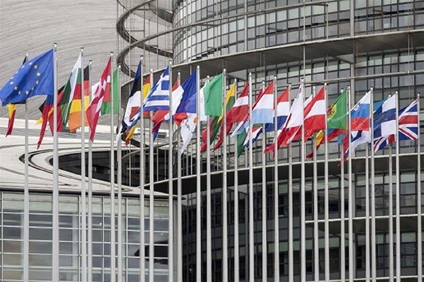 Βόλφγκανγκ Ίσινγκερ για Λιβύη: Να απειλήσει η ΕΕ με στρατιωτικές επιχειρήσεις για να επιτευχθεί ανακωχή