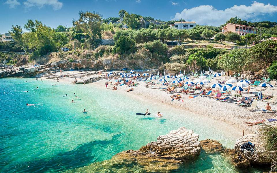 FΤ: Σχέδια για τουριστική αερογέφυρα μεταξύ Ελλάδας – Βρετανίας από τον Ιούλιο