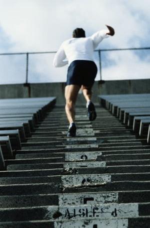 H Eλλάδα ανεβαίνει δυο-δυο τα σκαλιά της Ανταγωνιστικότητας