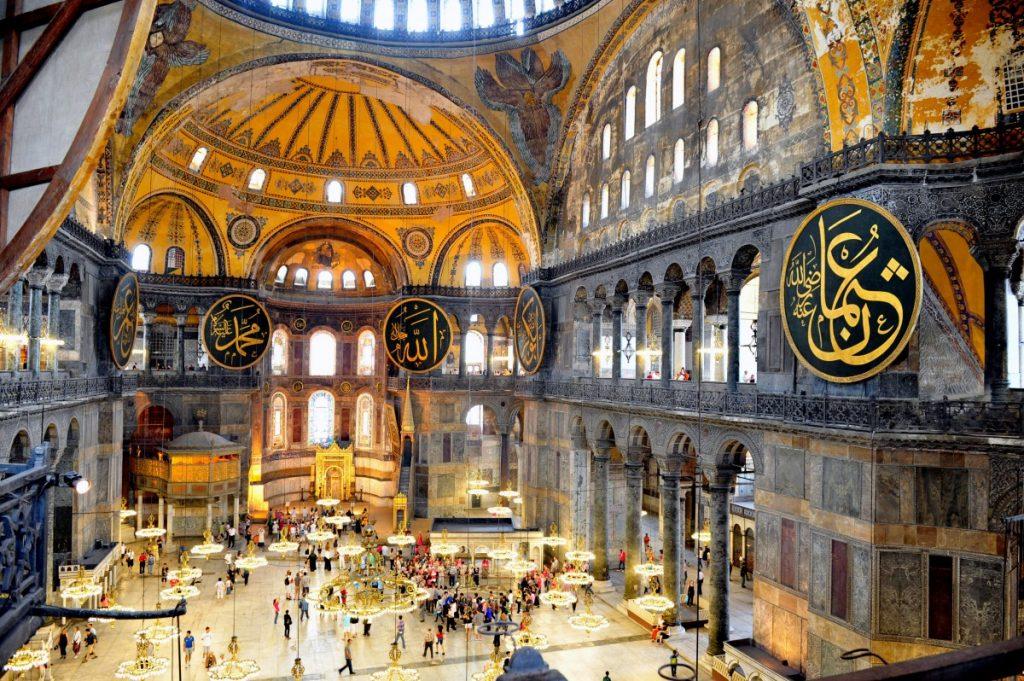 Ο Ερντογάν ενισχύει το θρησκευτικό συναίσθημα για να προετοιμάσει τους πολίτες του για περαιτέρω στρατιωτικές εμπλοκές στο εξωτερικό