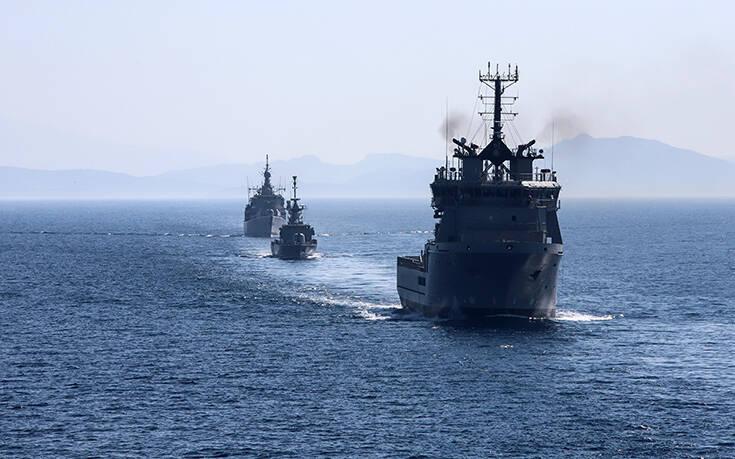 Τουλάχιστον 15 πλοία του ελληνικού στόλου έχουν δημιουργήσει «τείχος» στο Αιγαίο επιτηρώντας τις τουρκικές ακτές